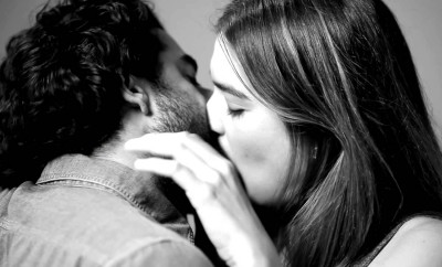 Watch What Happens When 20 Strangers Kissed For The First Time