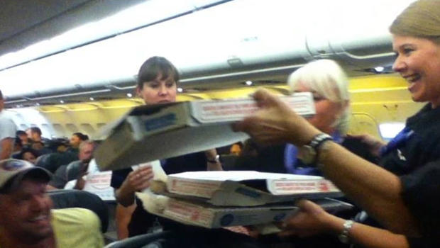 Pilot buys pizza for 160 passengers